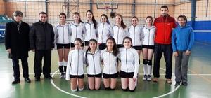 İdmanyurdu Spor Voleybol Genç Kızlar Takımı galibiyetle başladı