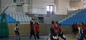 Küçükler basketbol müsabakaları başladı