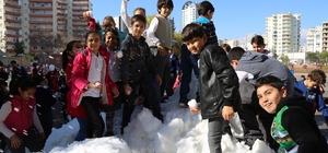 Mezitli Belediyesi 'kar'ı çocukların ayağına getirdi