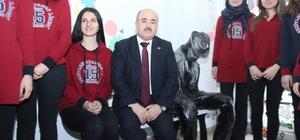 Vali Dağlı'yı sosyal medyadan okula davet etti