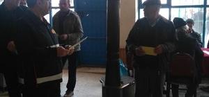 İtfaiye ekipleri vatandaşları bilgilendiriyor