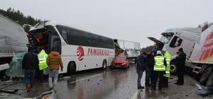 GÜNCELLEME - Afyonkarahisar'da zincirleme trafik kazası: 18 yaralı