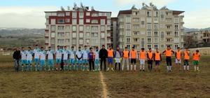 Türk ve Suriyeli gençlerden dostluk maçı