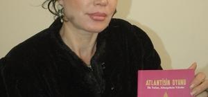 """Yazar Demet Kaya """"Atlantisin Oyunu"""" romanıyla okurla buluştu"""