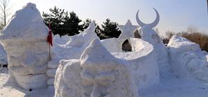Sarıkamış şehitlerinin kardan heykellerini yaptılar