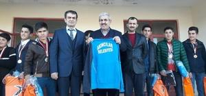 Başkan Çetinkaya güreşçileri ödüllendirdi