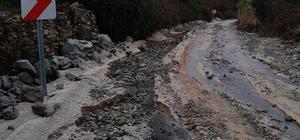 Milas'ta aşırı yağışlar yollara zarar verdi