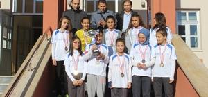 Moymul Ortaokulu Futsal Yıldız Kızlar Takımı Kütahya şampiyonu oldu