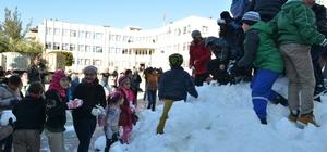 Antalya'da öğrencilerin kar sevinci