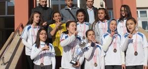 Moymul Ortaokulu Futsal Yıldız Kızlar Takımı, ilçenin gururu oldu