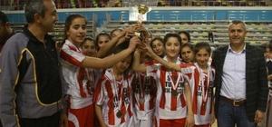 Şanlıurfa'daki okul sporları basketbolla devam etti