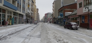 Kars Belediyesi, etkili olan kar yağışının ardından çalışmalarını aralıksız sürdürüyor
