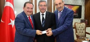 Başkan Çetin, yeni kimliğini aldı