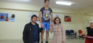 Balıkesir'de halter sporunu Burhaniyeli gençler temsil ediyor