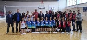 Bozüyük Fen Lisesi kız voleybol takımı şampiyon oldu