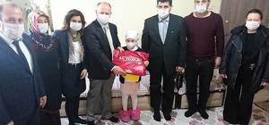 Kanser hastası minik Zelal'e evinde karne morali