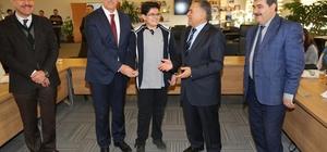 Melikgazi Belediyesi TEOG'da başarılı olan öğrencileri ödüllendirdi