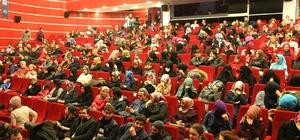 """Gebze'de """"Ziyafet Sofrası"""" tiyatro oyununa büyük ilgi"""