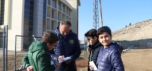 Öğrencilerden Evkur Yeni Malatyaspor'a moral ziyareti