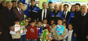 Hakkari'de türküler eşliğinde karne dağıtımı