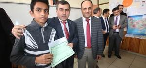 Beyşehir'de Suriyeli öğrenciler de karne sevinci yaşadı