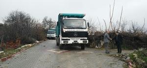 Kırkağaç'ta iki mahallenin yolu onarıldı
