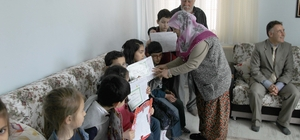 Şehit ailesi öğrencilerin karne heyecanına ortak oldu