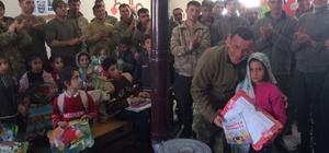 Operasyondaki askerlerden öğrencilere karne hediyesi