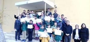 ozdoğan'da işitme engelli öğrenciler karneleri aldı