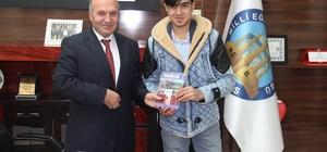 Genç yazardan Müdür Korkmaz'a ziyaret