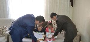 Cam kemik hastaları karnelerini evlerinde hediyelerle aldı