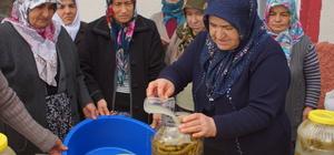 """""""Annelerden"""" sınırda görevli askerlere turşu"""