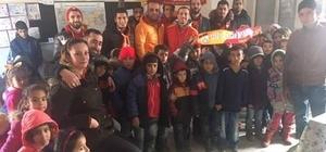 Çermikli öğrencilere Ultraslan Taraftar Grubu'ndan kırtasiye ve giyecek yardımı