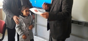 Başkan Gültekin, öğrencilerin karne heyecanına ortak oldu