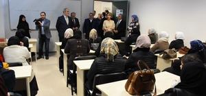 Başkan Altepe Türkçe öğrenen Suriyelileri ziyaret etti
