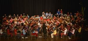 İki Elin Sesi Var Çocuk Senfoni Orkestrası ikinci nesil çocukları ile ilk konserinde