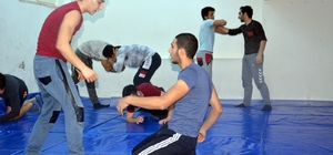 Genç pehlivanlar güreşlere hazırlanıyor
