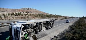 Gaziantep'te tır devrildi: 1 ölü, 3 yaralı