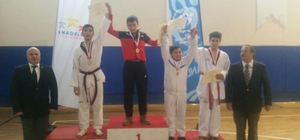 Soma Sotesli iki taekwondocu yarı finalde