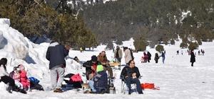 Adana'nın yaylalarında kar şenliği