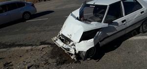 Kahta Küçük Sanayi Sitesi Kavşağında trafik kazası