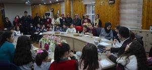 Bilgi evi öğrencilerinden başkan Aksoy'a karne sürprizi