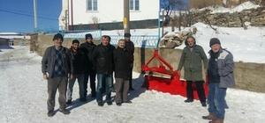İnönü'de tüm mahalle muhtarlarına kar küreme aleti