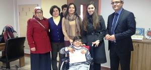 Belediyeden engelli öğrenciye tekerlekli sandalye sürprizi