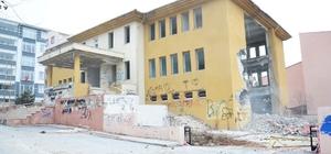 Eski kütüphane binasında yıkım çalışmaları başladı