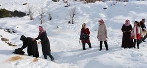 AK Partili kadınlar yaban hayvanları için yem bıraktı