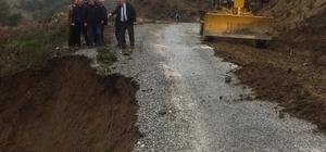 Akhisar'da çöken yola büyükşehir müdahale etti