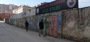 Mudanya Stadı'nın duvarları bakımsızlıktan dökülüyor