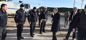 Vali Demirtaş'tan uygulama noktasındaki polislere ziyaret
