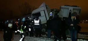 Kütahya'da yolcu treni tıra çarptı: 1 ölü, 11 yaralı